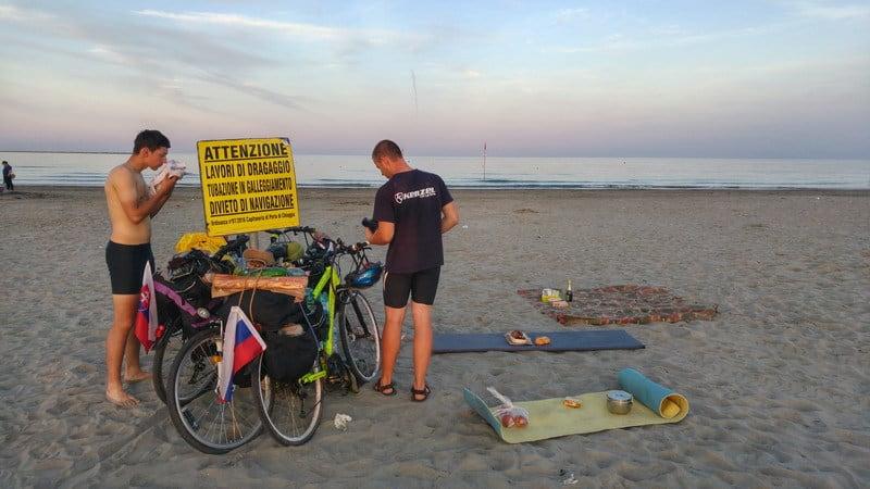 Bratislava - Rím na bicykloch, kempovanie na pláži