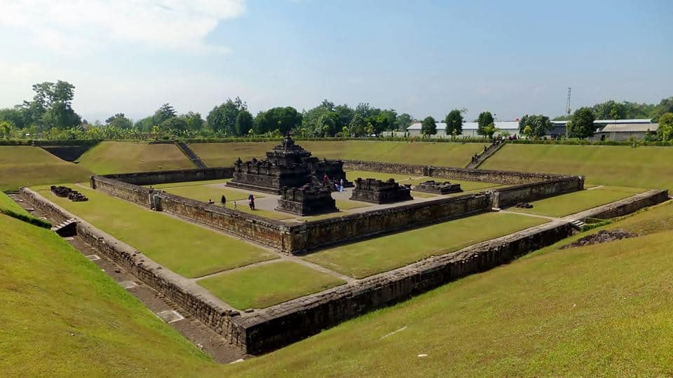 Vykopaný zo sopečného popola - chrám Sambisari.