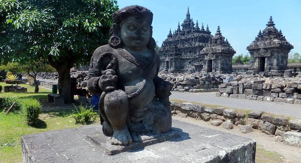 Dwarpala - strážca pred mnohými chrámami v údolí Prambananu.