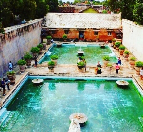 taman-sari-aka-vodny-hrad