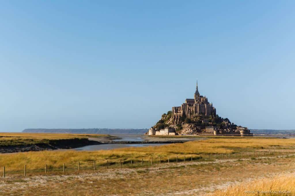 Známy zámok na francúzskom pobreží, Vista travellers