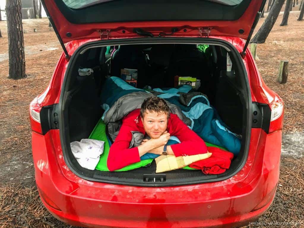 Vistra travellers a spanie v aute na ceste na Gibraltár