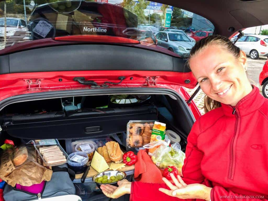 Vista travellers a ich zbalené jedlo na cestu na Nordkapp