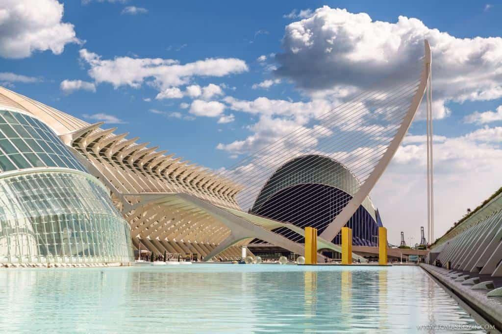 Moderné centrum Valencie počas cesty ku Gibraltáru, Vista travellers