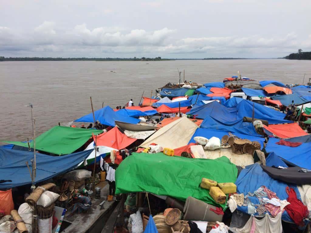 Plavba loďou na rieke Kongo
