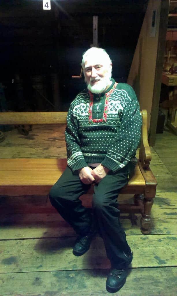 Starý islanďan vo vianočnom oblečení