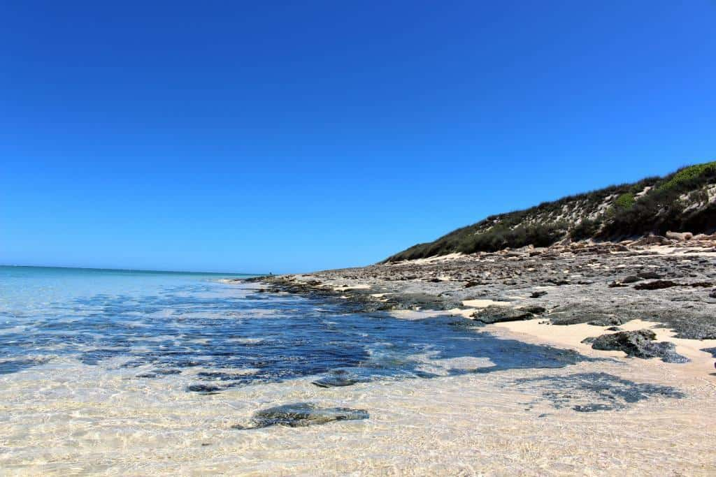 Pobrežie ostrova Nosy Ve, pri Madagaskare