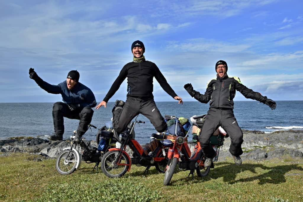 Radosť expedičného tímu Na babettách po svete, pri dosiahnutí najsevernejšej časti pevninskej Európy