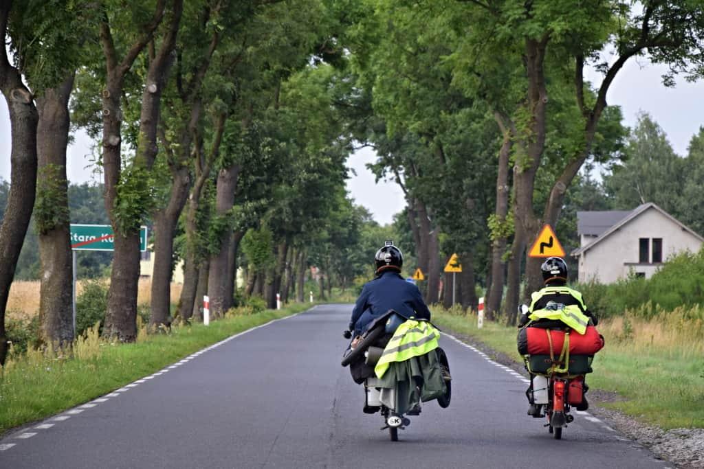 Dvaja motorkári z Na babette po svete