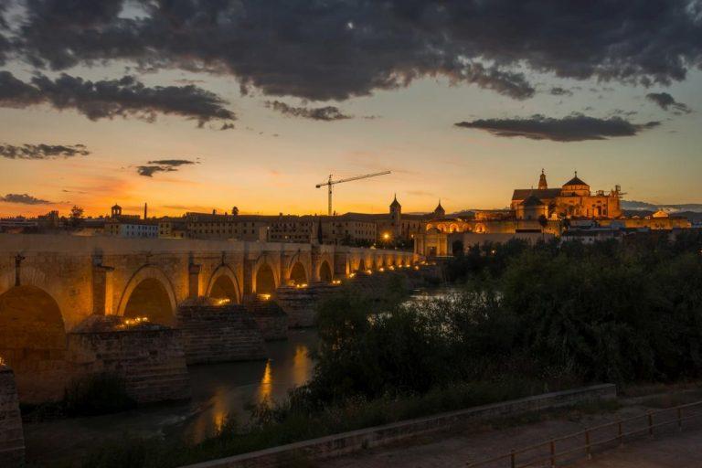 Córdoba, Španielsko - centrum mesta po zatmení slnka