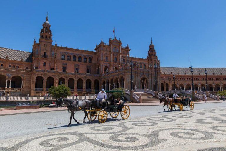 Sevilla, Španielsko - koče ťahané koňmi v centre mesta