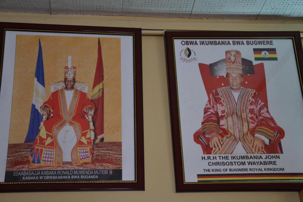 Stanislav Kaľavský – kráľ Bugandy vľavo